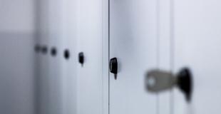 Un local servant de vestiaire est-il obligatoire dans une entreprise ?