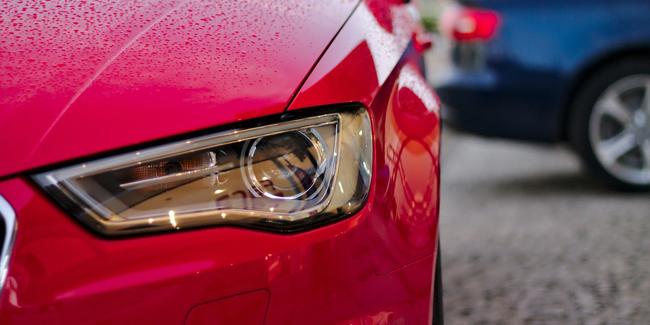 Quel est le coût d'une voiture à l'année en comptant l'achat, assurance, entretien, etc ?